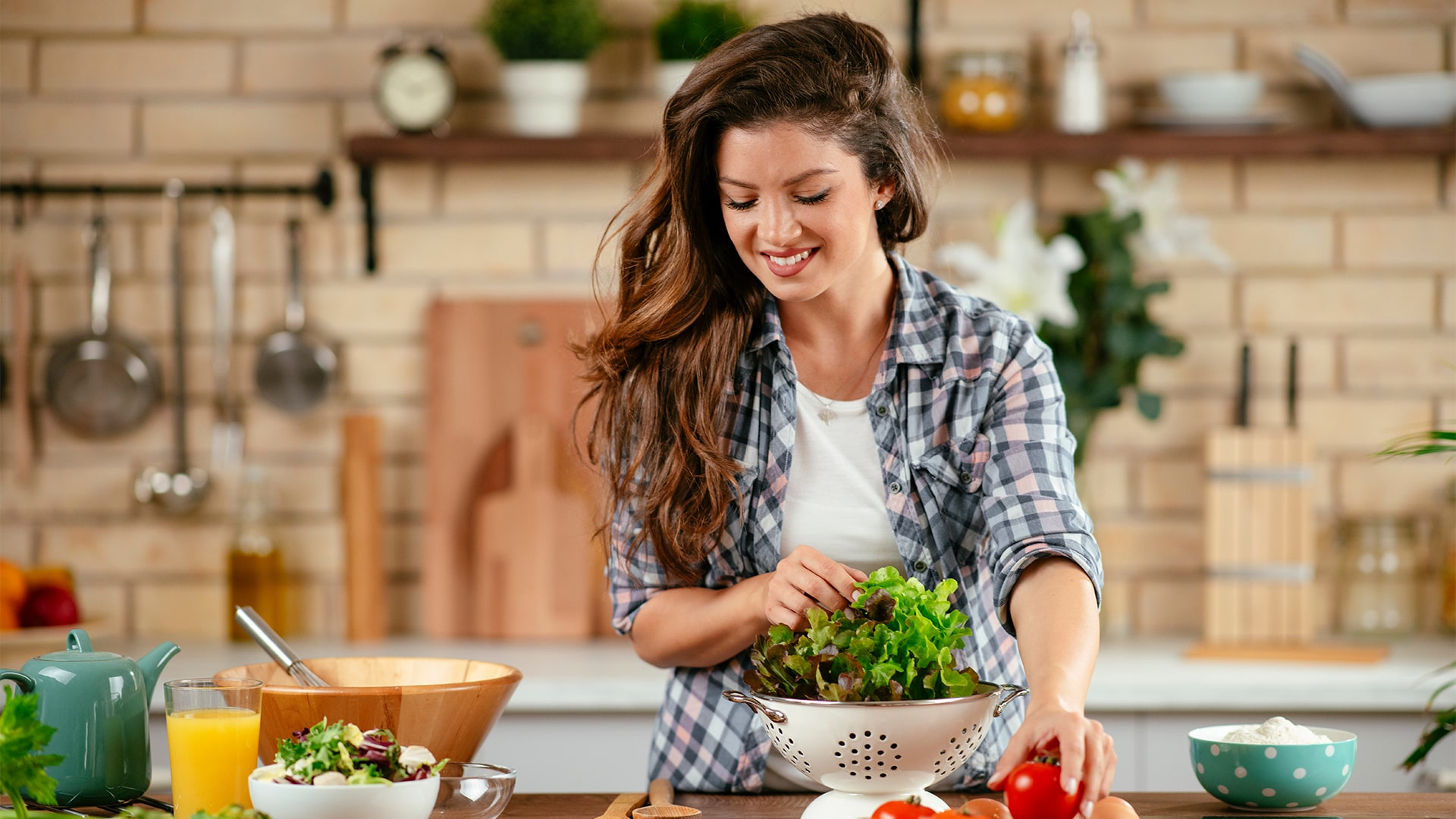 10 reasons you should go for keto diet, a girl with the vegitables, a girl in the kitchen, cooking girl