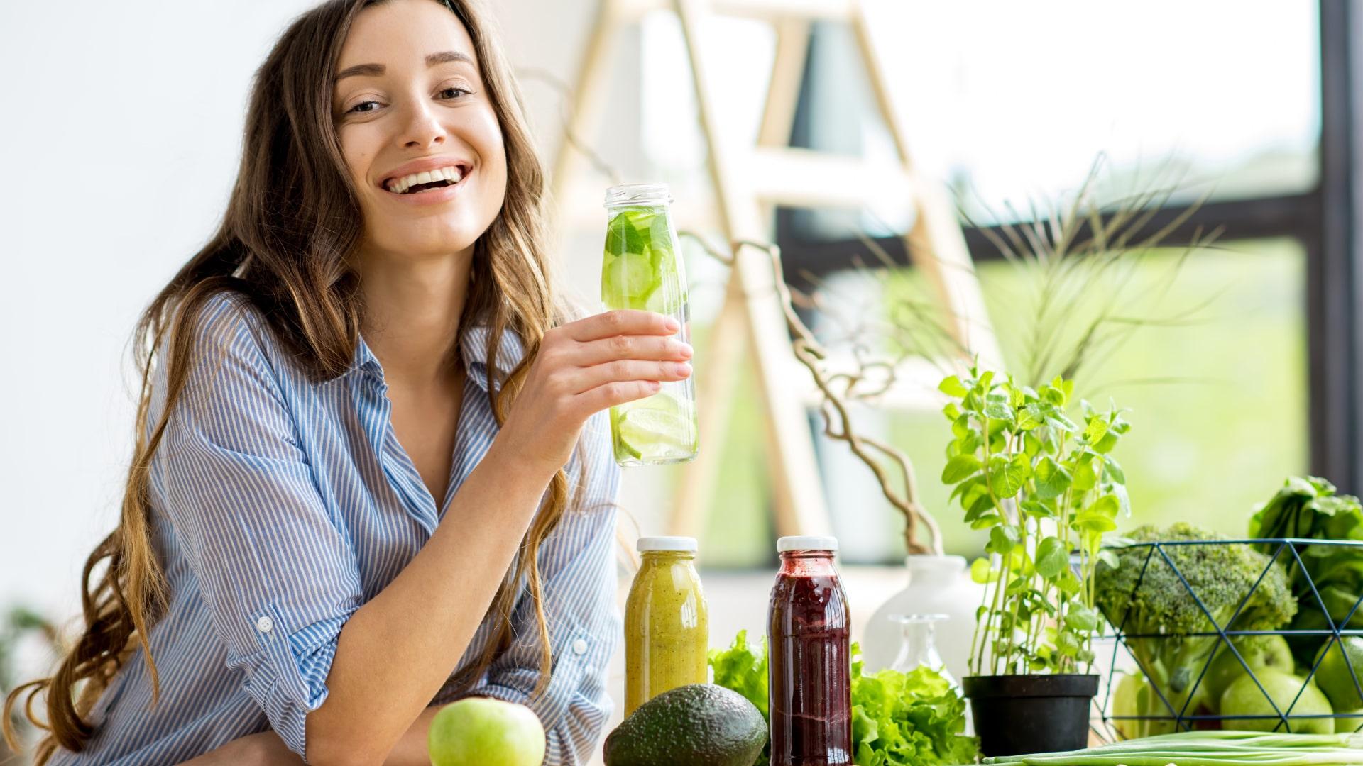 vegan keto diet, Vegetarian Keto Diet, girl with lemon juice